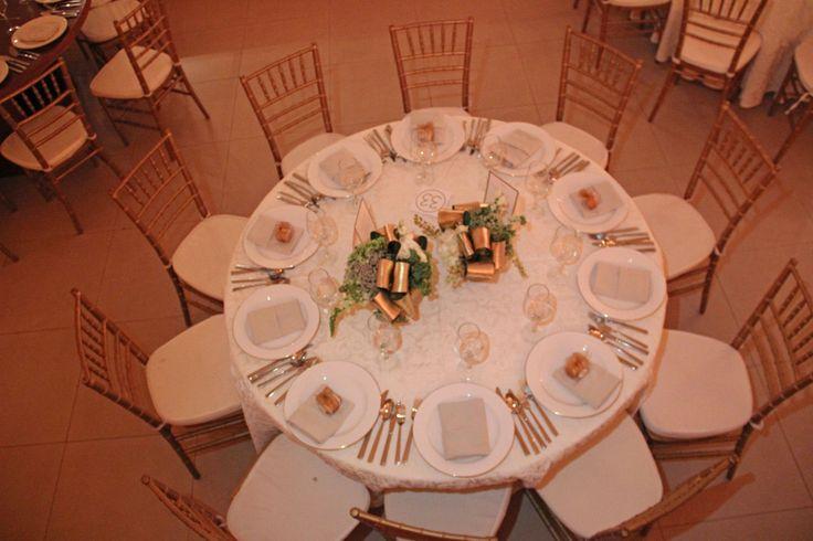 ¡Mucha variación en el montaje de las mesas! #Boda #Wedding