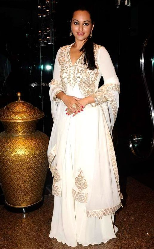 Sonakshi in Ivory Anarkali online at Glitter, color: Ivory, occasion: Wedding, category: Salwar Kameez, fabric: Net, price: $ 155, item code: GSL1228, brand: Glitter Designz