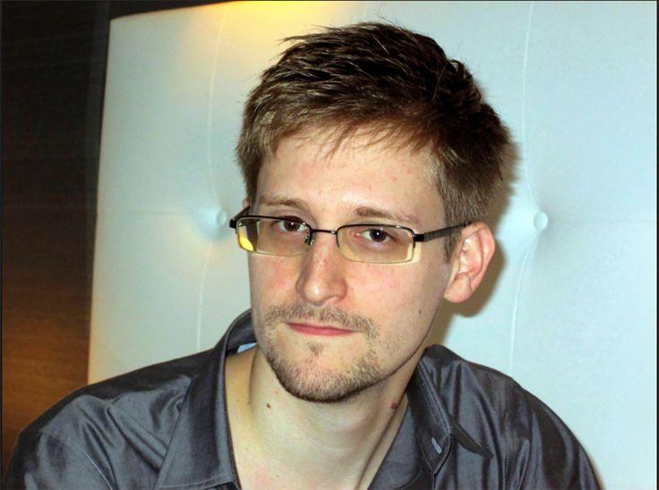 """""""Meeting+Snowden""""+a+címe+annak+a+beszélgetésnek,+amelyet+Edward+Snowden+folytatott+Lawrence+Lessig+harvardi+jogász+professzorral,+a+szabadságjogok+védelmezőjével+és+Brigitta+Jonsdottír+izlandi+képviselőnővel,+a+Kalóz+Párt+vezetőjével+arról,+hogy+miként+lehet+megmenteni+a+demokráciát.+A+beszélgetést…"""