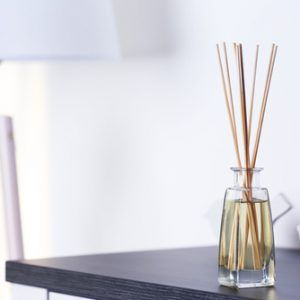 REED DIFFUSERS VS. SCENTED CANDLES – WHICH SHOULD I USE? Read our blog article for tips on how to choose the right fragrance option for your home.