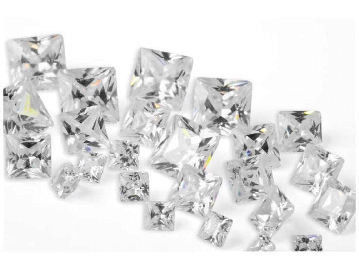 Zircon princesse blanc, 2, 3 et 4 mm en sachet de 25 http://www.cookson-clal.com/bijoux-perles/Zircon-princesse-blanc-2-3-et-4-mm-en-sachet-de-25-prcode-61CZ-P020 CooksonClal