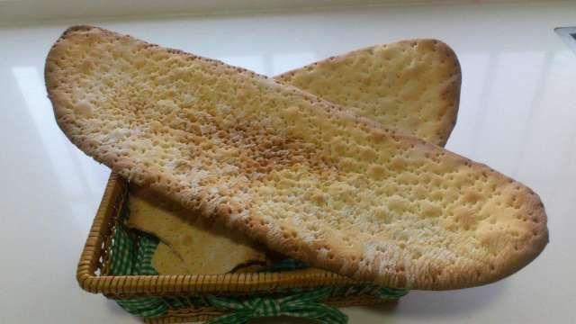 Las regañas se elaboran en la panaderia de Sevilla, de forma artesanal.  Es una torta de 5 o6 mmde espesor, originariam