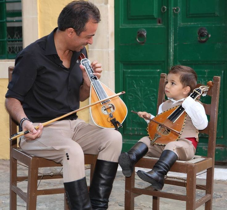 Teaching the next generation (Cretan lyra, Greece)