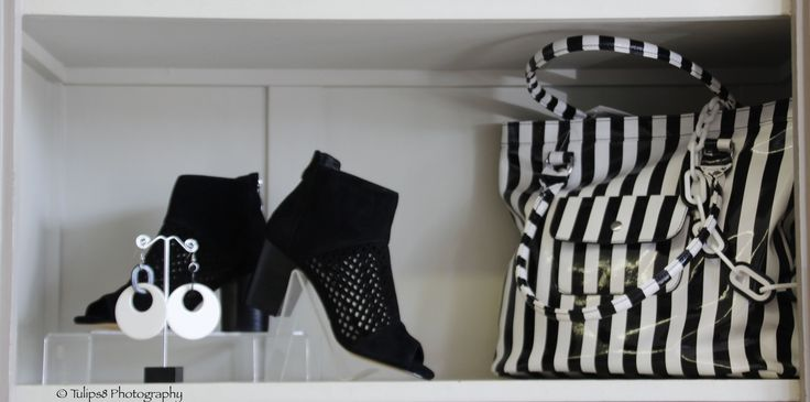 These stunning peep toe boots with striking black & white striped bag are the perfect winter accessory.  Team up with a pair of white jeans and oversized tunic top.