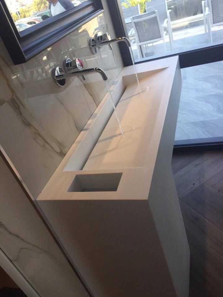 Bathroom l Corian by Dupont l Construction by Petsis
