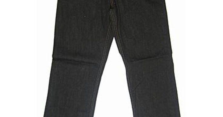 Como remover os odores do novo lançamento de Jeans preto. Por alguma razão, muitos corantes usados em roupas, particularmente no jeans, tem odores pouco agradáveis. Quando compramos esses jeans, não notamos o cheiro até chegarmos em casa. As novas lavagens de jeans pretos são os tipos principais com este cheiro químico, pois muito corante é usado para ficar da cor preta. Não é bom lavar muitas vezes ...
