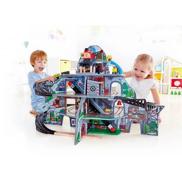 Drive your train from the surface of a mighty mountain into the busy mine operating deep inside! This multi-level play-set provides the ultimate wooden-railway experience and includes a waterfall tunnel, an obstacle bridge, a crane, a conveyor belt and a repair station!