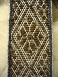 This is a brocade pattern no. 15 from Anna Neuper's Modelbuch by Nancy Spies.I have plenty of wool yarns I decided to use wool instead of getting metallic one for this first attemt.