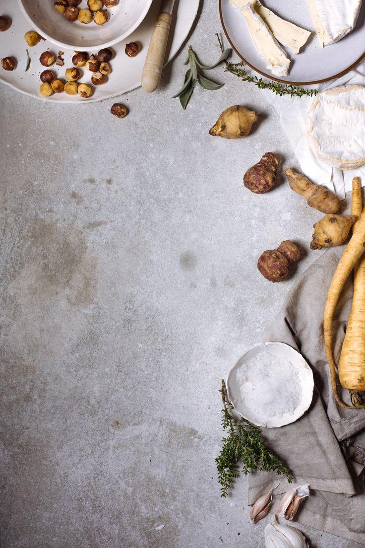 Assado de tupinambo e pastinaca com avelã tostada e molho camembert