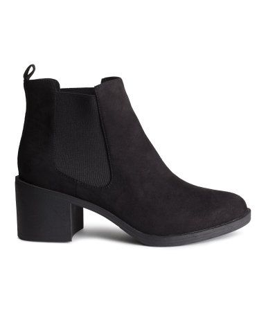 Lined ankle boots in imitation suede with elastic gores in the sides and rubber soles. Heel 6.5 cm.