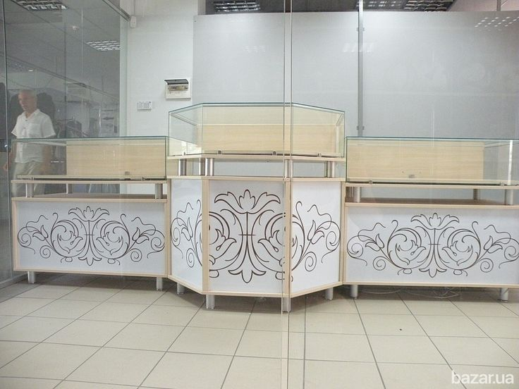 Ювелирные витрины длина 3 м 80 см, цена - 15000 грн., можно размещать островком или каждую витрину по отдельности. Светодиодная подсветка и...