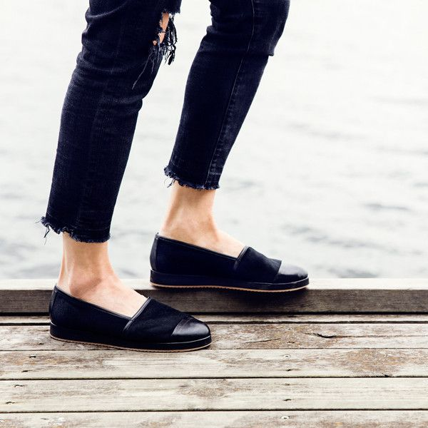 The Rio BlackItalian made shoe on an chlorine free EVA sole with an outer rubber sole. Goat leather lining for maximum breathability covered by back dyed calf hair leather. Insole has a padded goat leather footbed providing superior walking comfort.