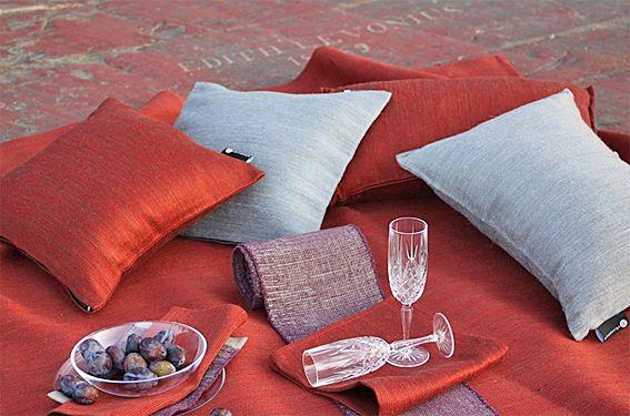 Tablecloth and pillows by Pisa Design, Pisa Designin pöytäliina ja tyynyjä.