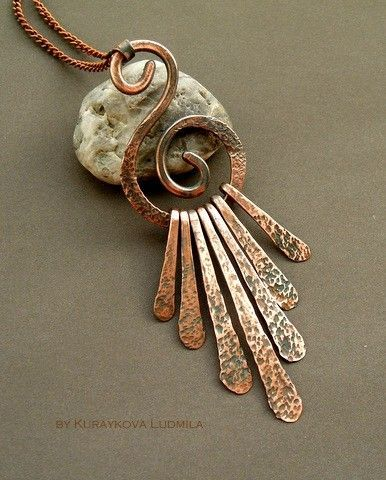 Gosh, I'd like to try making this…It is very, very pretty, isn't it? http://ift.tt/21seybf - handmade - jewelry - jewellery - artisan