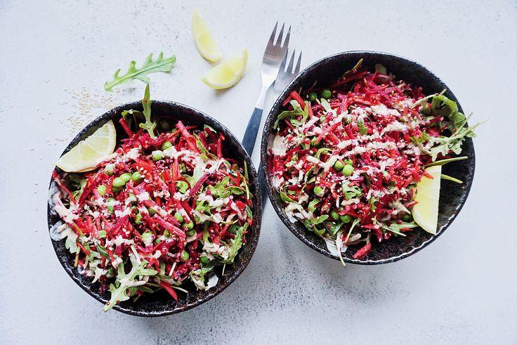 Quinoasalat med rødbede og tahindressing