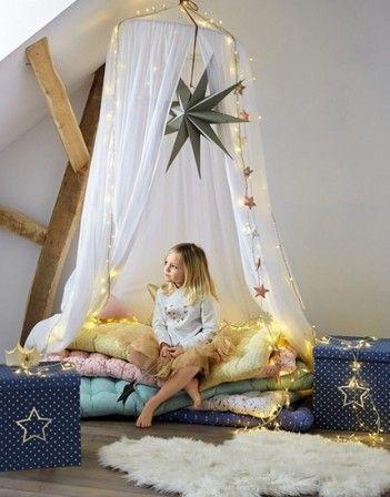 Deco originale pour chambre de fille avec matelas de sol