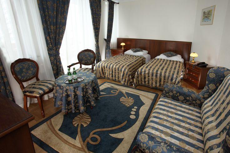 Ostatnie wolne pokoje na sezon jesienny są jeszcze dostępne w naszym Pensjonacie :) Sprawdźcie nasze ceny i pakiety: http://www.hotelklimek.pl/pensjonatklimek/ceny-i-pakiety #pensjonat #klimek #muszyna #krynica #beskidy #jesień #urlop #pokoje #wnętrza #interior #room #hotel #poland #polska #miejsca #wystrój