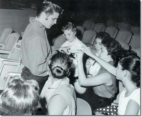 Elvis Presley : With his fans, pre show : September 9, 1956.