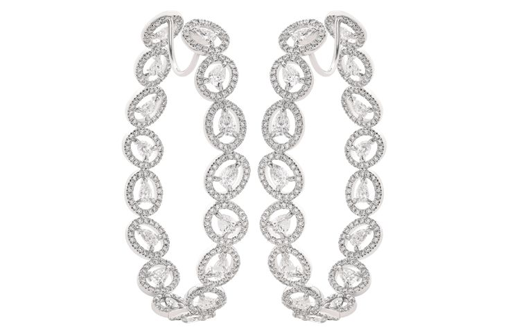 Click here to view outstanding collection of diamond earrings designed by acclaimed Indian diamond jewellery designer brand - Nirav Modi.