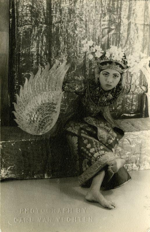 garuda dance part of legong keraton ~ Ni Gusti Raka, 1952