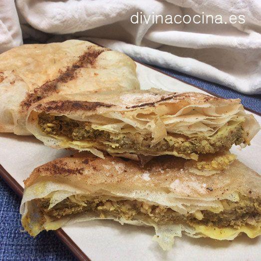 Si no tienes pasta filo aplasta muy bien con el rodillo una plancha de hojaldre. Esta receta de pastela de pollo me la dio un amigo marroquí y sale buenísima.
