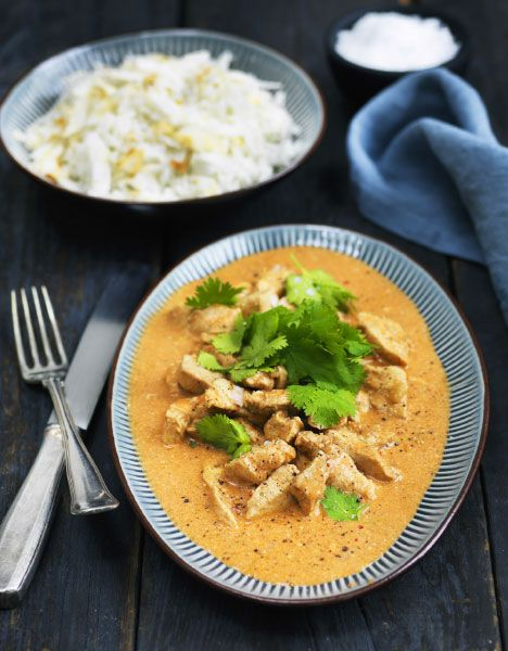Tikka masala er nok den mest kendte ret fra det indiske køkken. Den lækre kyllingeret smager og dufter af 1001 nat.