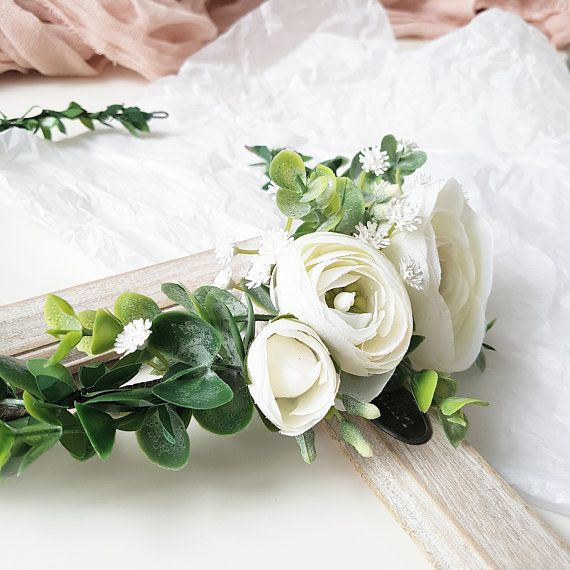 So Delicate And Nice Greenery Flower Crown With White Ranunculus Flowers And Baby Breath Ribbon Will Be Inclu White Flower Crown Flower Crown White Ranunculus