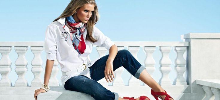 Джинсы для многих стали любимым атрибутом гардероба. Какие джинсы в моде в 2016 году? Как правильно носить рваные джинсы? Как правильно выбрать модные джинсы? Ответим на эти и многие другие вопросы. Модельеры приложили немало усилий для того, чтобы модницы остались довольны. Стильные модные джинсы в нынешнем году могут выглядеть достаточно женственно и трогательно, а могут […]