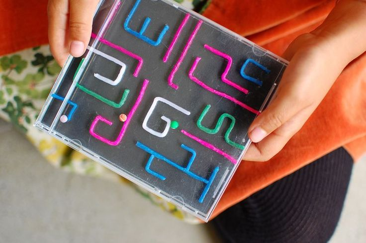 Cool craft to reuse CD cases - DIY maze game