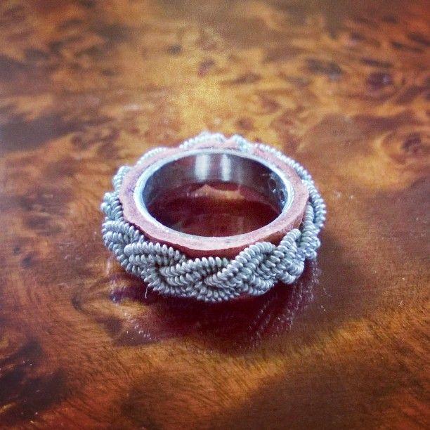 Tyckte de skulle va roligt att göra nåt nytt, så jag gjorde en ring med renskinn…