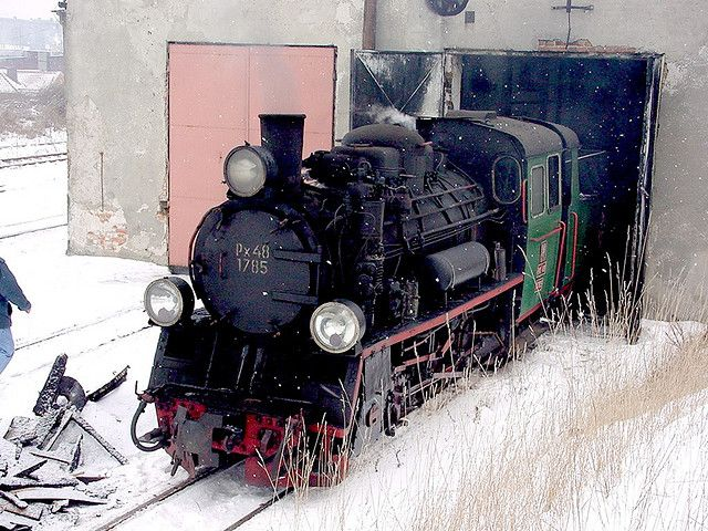 Poland. Gniezsno narrow gauge shed. Px48 1785, 8th February 2003. The injectors were frozen so a shovelful of burning coal was taken from the firebox & placed under them to thaw out the pipes. When the engine finally got onto the train & left the station it was derailed on the first major road crossing due to ice build up on the tracks.