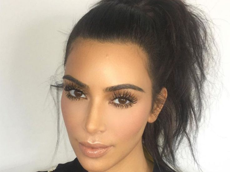 Kim Kardashian gave another beauty lesson on her app, this time turning her attention to the eyebrows. The reality TV star brought in her brow guru, Anastasia Soare, to share her tips for shaping y…