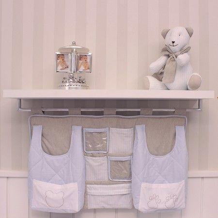 Prateleira para quarto de bebê com cabideiro cromado - Ambientada