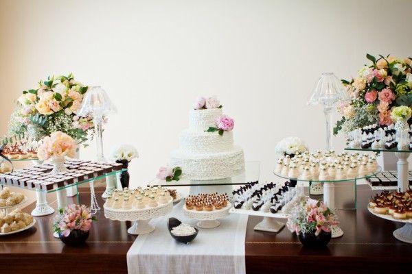 Mesa doces casamento - bolo peônia
