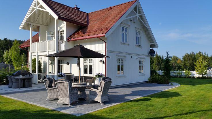 Hagehelle fra Aaltvedt - Eklsklusiv Grafitt   http://www.aaltvedt.no/produkter/belegningsstein-og-heller/heller/heller-med-struktur