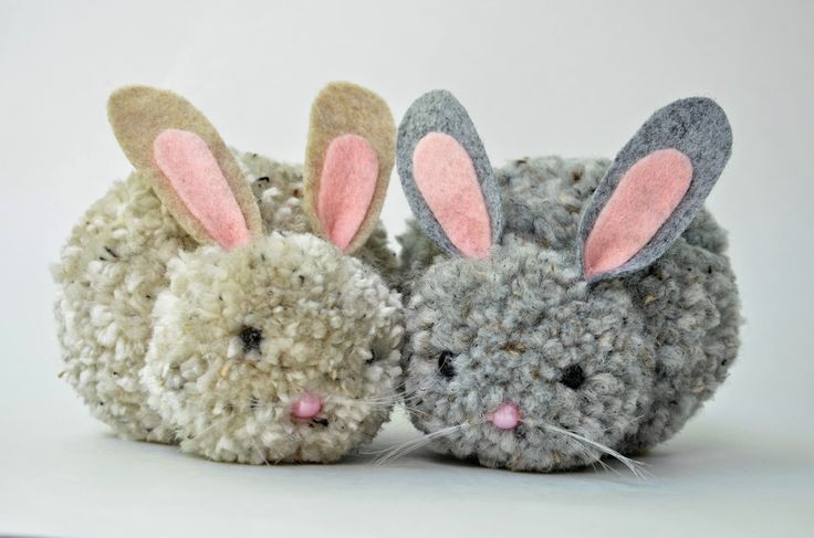 From Ikat via Crafty  Crow - very cute pompom bunnies