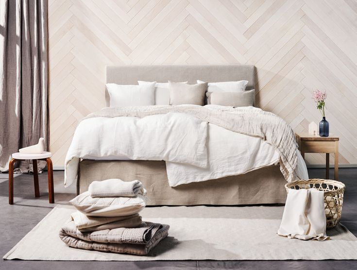 The unsurpassed comfort of our continental beds is based on the ideal combination of spring and mattress layers. Two luxurious mattress layers and a mattress topper of your choice come together into a perfect bed.
