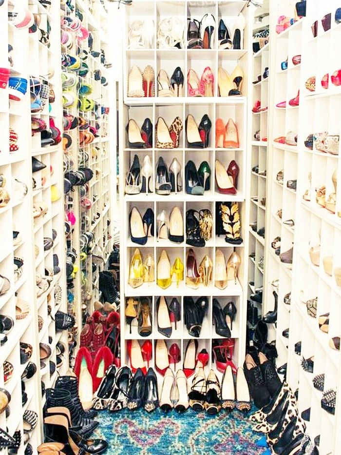 #StyleHack: Click through to find out Jenna Lyons space-saving closet organizing trick