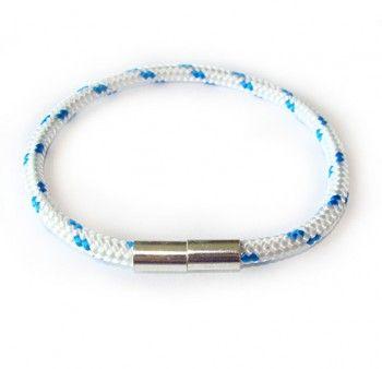 """Bransoletka męska """"optymistom łatwiej"""" z biało-niebieskiego sznurka z wygodnym zapięciem."""