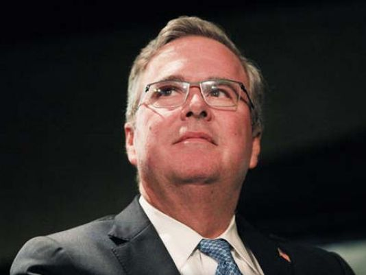 You would think that of all the potential candidates for the race for the White House in 2016, Jeb Bush would have the inside track on how to make it work, after all he is the brother of one former president and the son of another, but it seems that Jeb Bush may have the name but he is far from being similar to his family members. #uspolitics