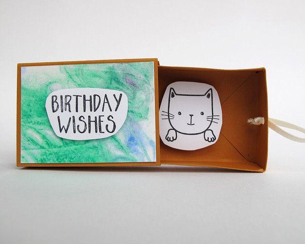 """Eine niedliche Alternative zu einer """"normalen"""" Geburtstagskarte. Eine kleine handgefertigte Schachtel, nur ein weinig größer als eine Streichholzschachtel. Vorn steht drauf """"Birthday Wishes"""", innen..."""