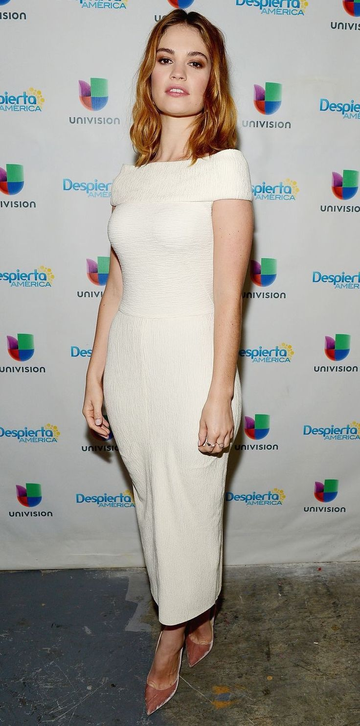 Lily James Wearing Atea Oceanie - 'Despierta America' Pride And Prejudice And Zombies Promotion
