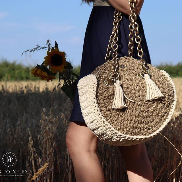 """~ It' s time to get on the RoUnD bag trend ~ make sure you do it with the NEW Miss Polyplexi® """"Snail"""" #handmade bag ______________ #fashiontrends #trendingnow #handmade #bags #naturepost • #miss_polyplexi • #theoriginal #oneofakind #unique #design #elegance #bohostyle #bohotrends #chic #fashionpost #fashionblogger #fashionistabag"""