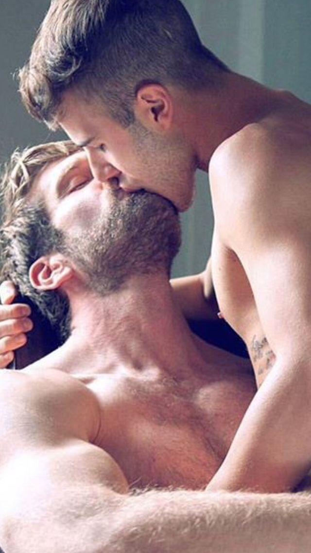 Gars gay chauds baise l'autre