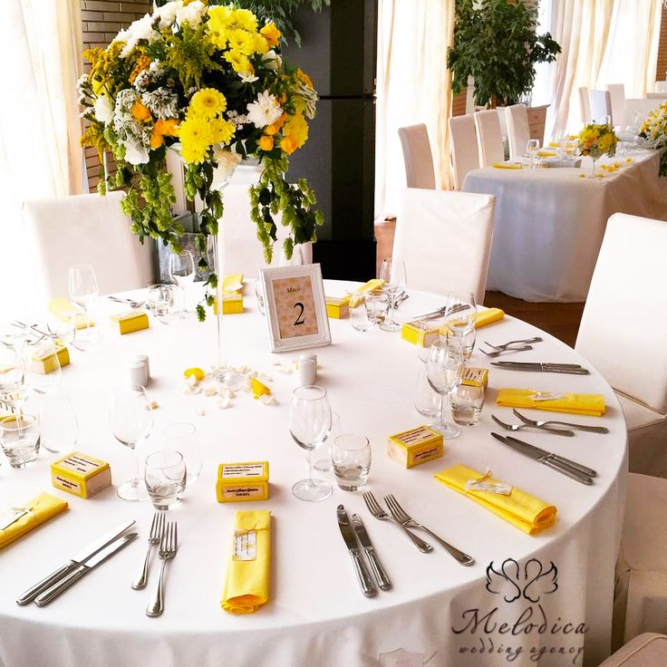 Real-life weddings: yellow and green decoration by Melodica Wedding Agency!