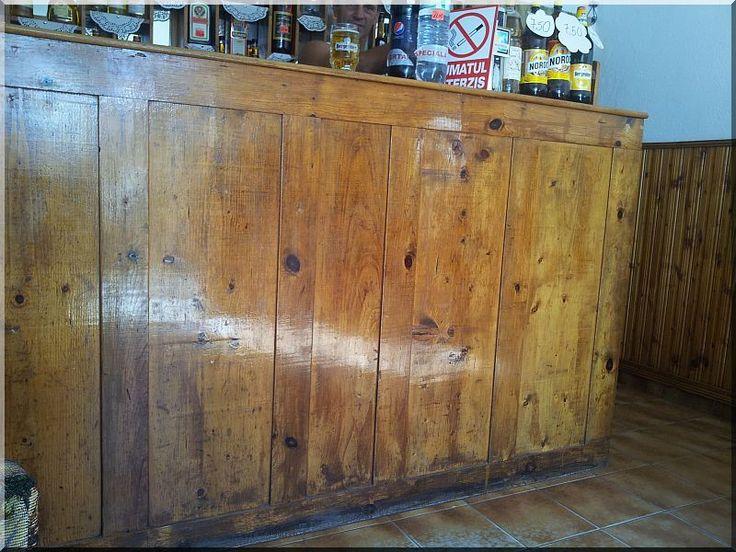 Egyedi, antik fából készült bárpult
