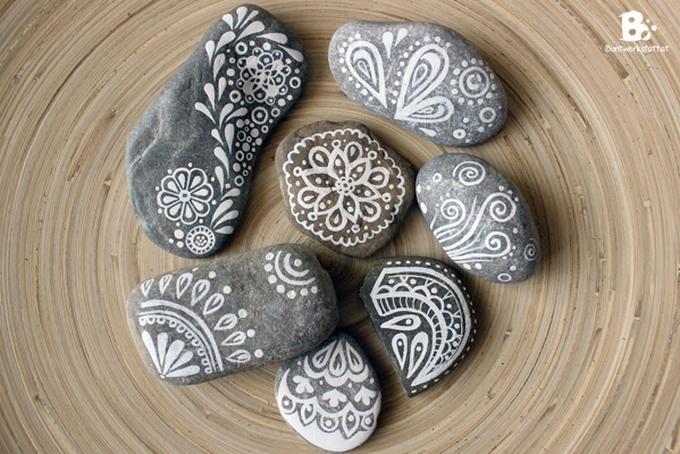 Sehe dir das Foto von Handwerklein mit dem Titel Steine bemalen mit schönen Mustern und andere inspirierende Bilder auf Spaaz.de an.