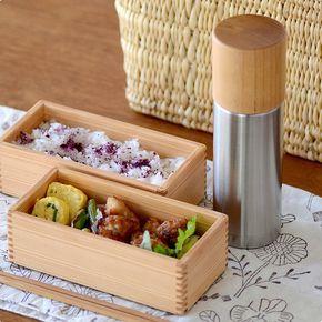 MokuNeji(モクネジ)が、古くから金属加工産業の盛んな新潟県燕市のステンレス魔法瓶メーカー「SUS gallery(サスギャラリー)」とコラボレーションして製作した、コップが木製のステンレス水筒です。