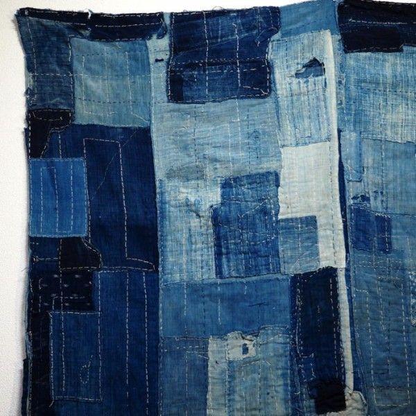 Les Boro sont des pièces de tissu du folklore japonais. A traduire littéralement par lambeaux déchirés ou haillons.