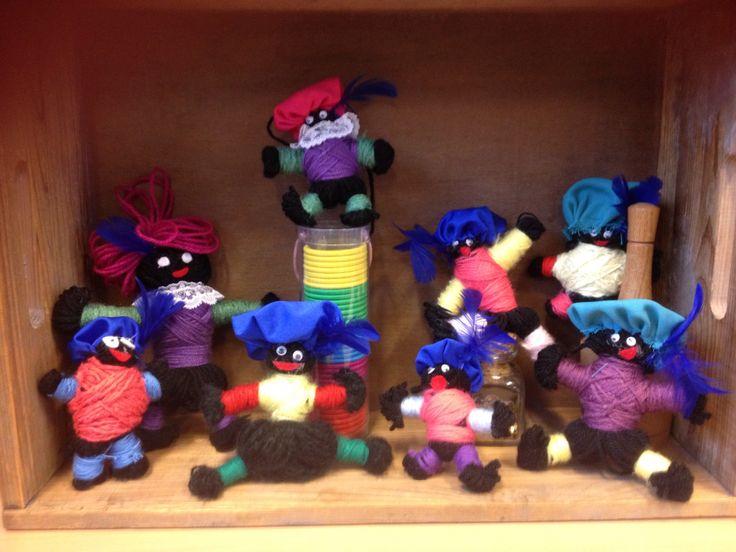 Zwarte Pietjes van wol. Leuke knutselactiviteit voor groep 8.